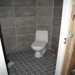 Omakotitalon täysremontti WC on viimestelyä vaille valmis